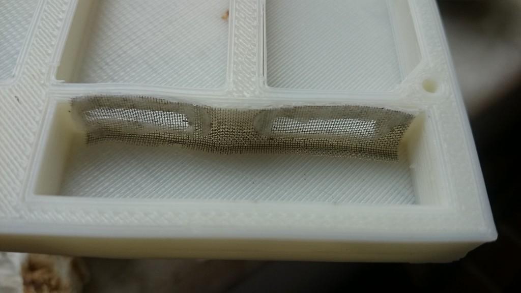 保湿的铁丝网用烙铁融掉ABS材料糊上,能挖开也是本事